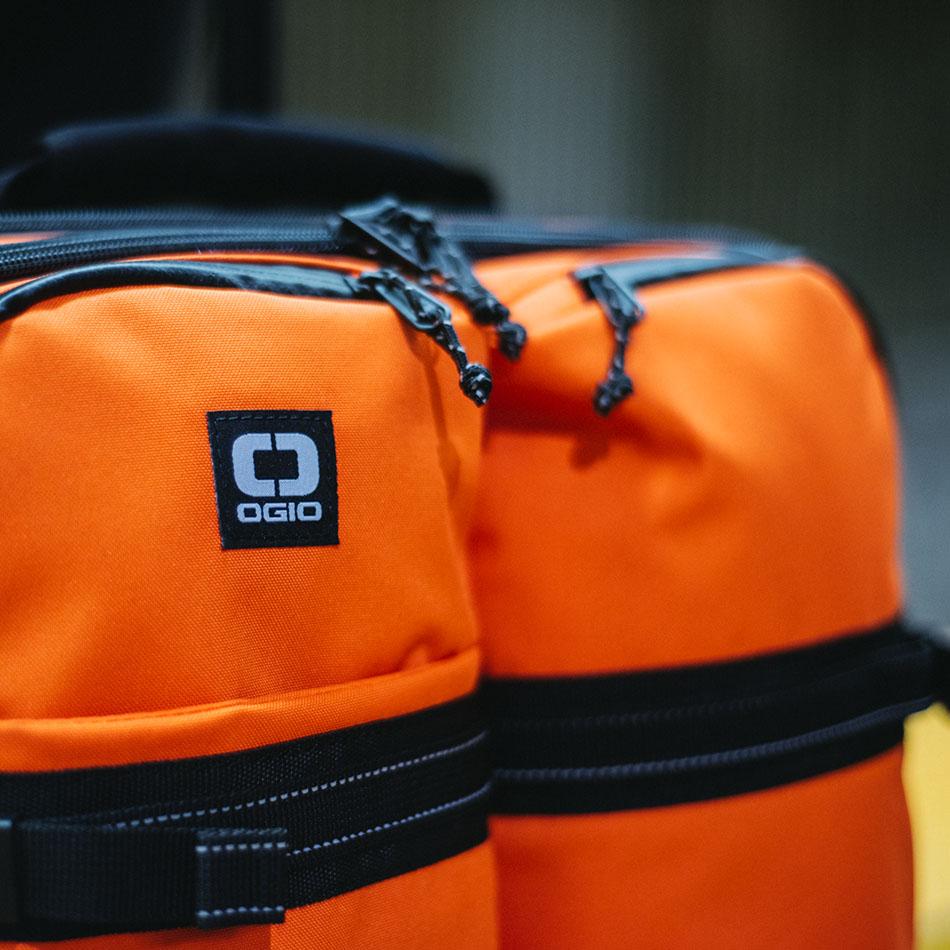 ogio-bags-travel-2019-alpha-core-convoy-522s-lifestyle-2