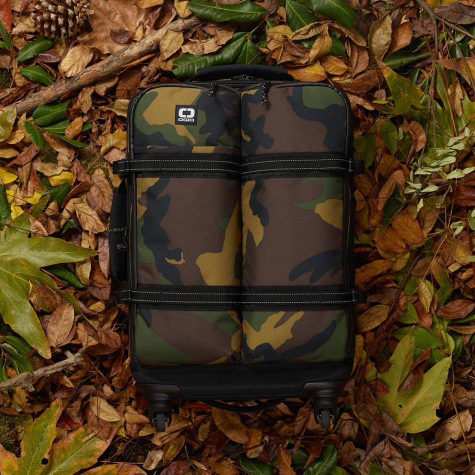 ogio-bags-travel-2019-alpha-core-convoy-522s-lifestyle-3