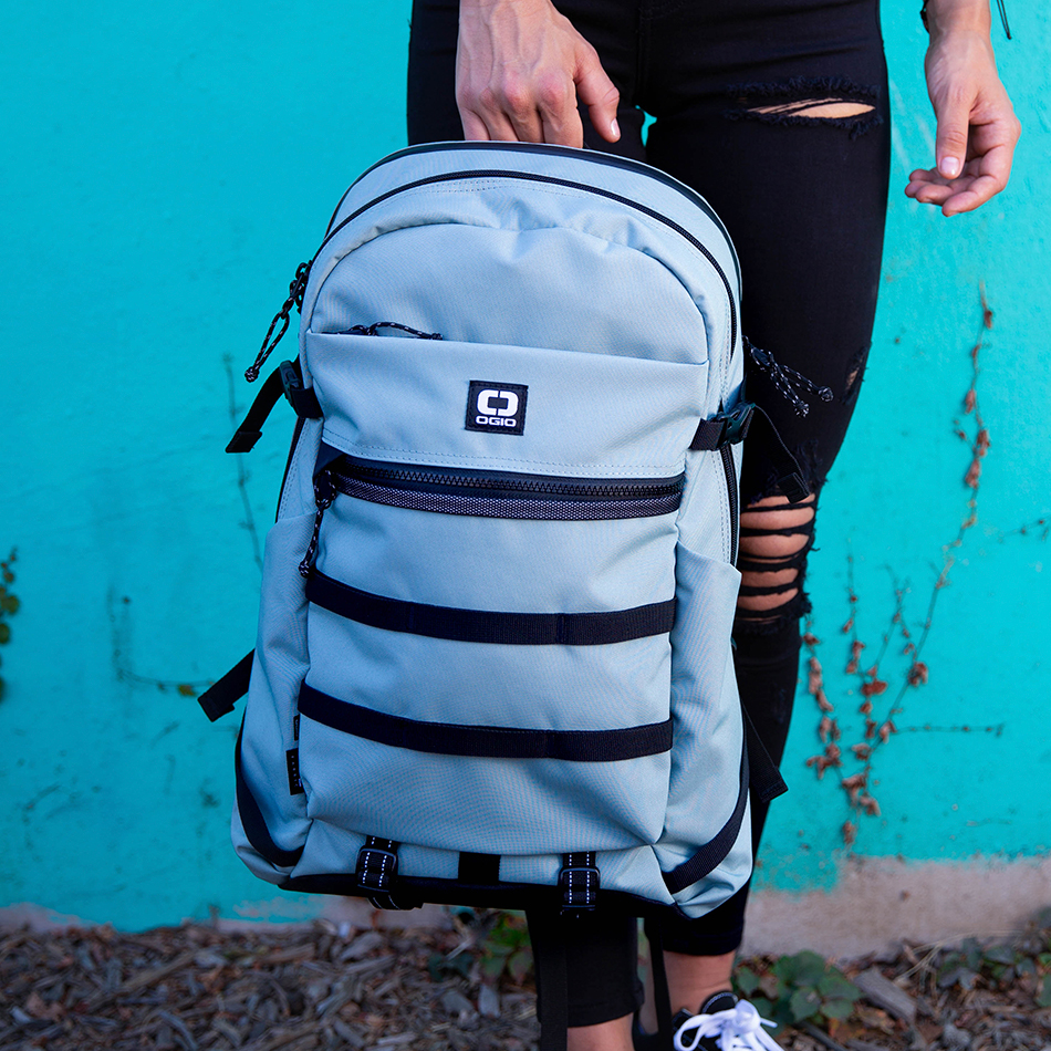 ogio-backpack2019-alpha-core-convoy-320-lifestyle-7