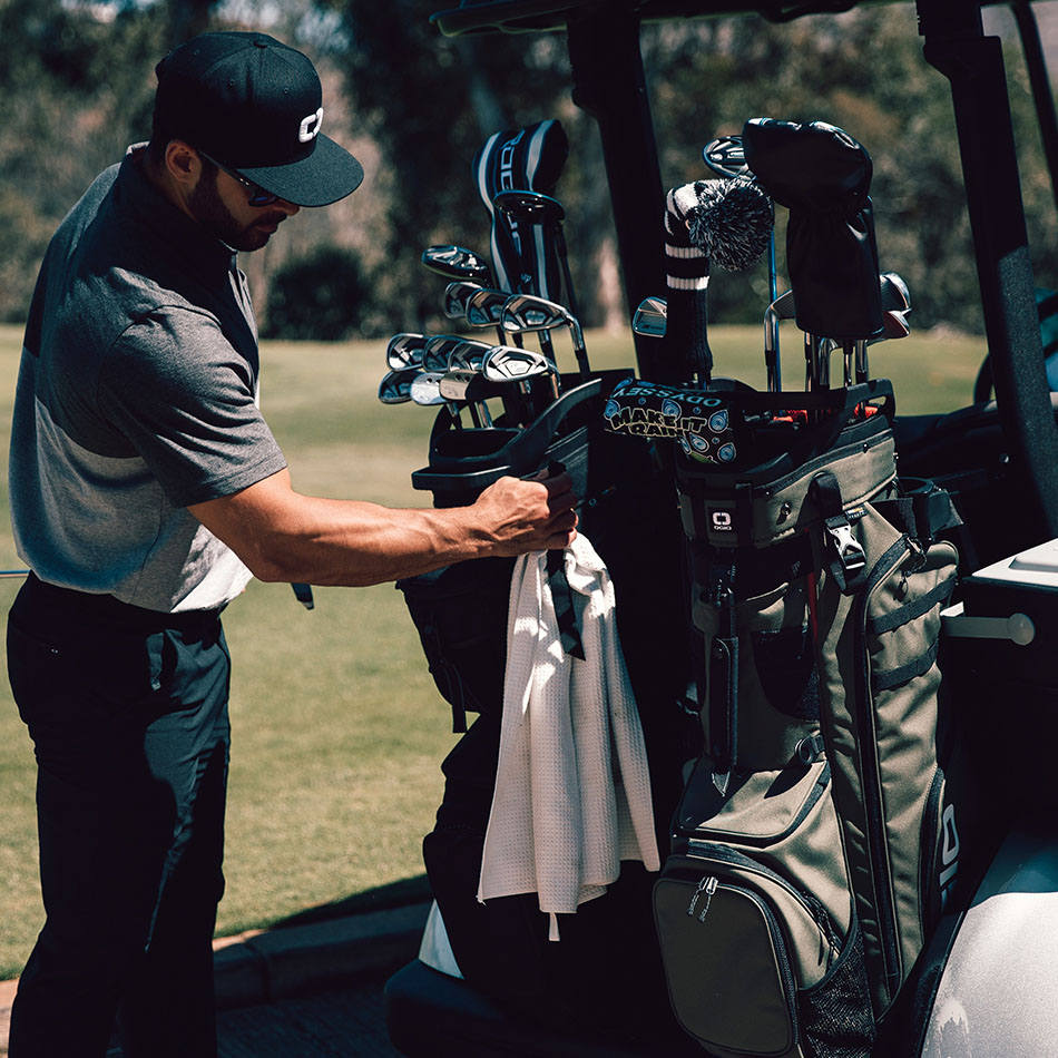 ogio-golf-bags-stand-2019-alpha-convoy-514-lifestyle-3