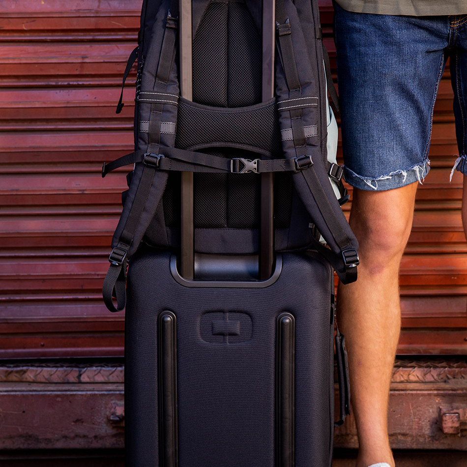 ogio-backpack2019-alpha-core-convoy-525-lifestyle-6