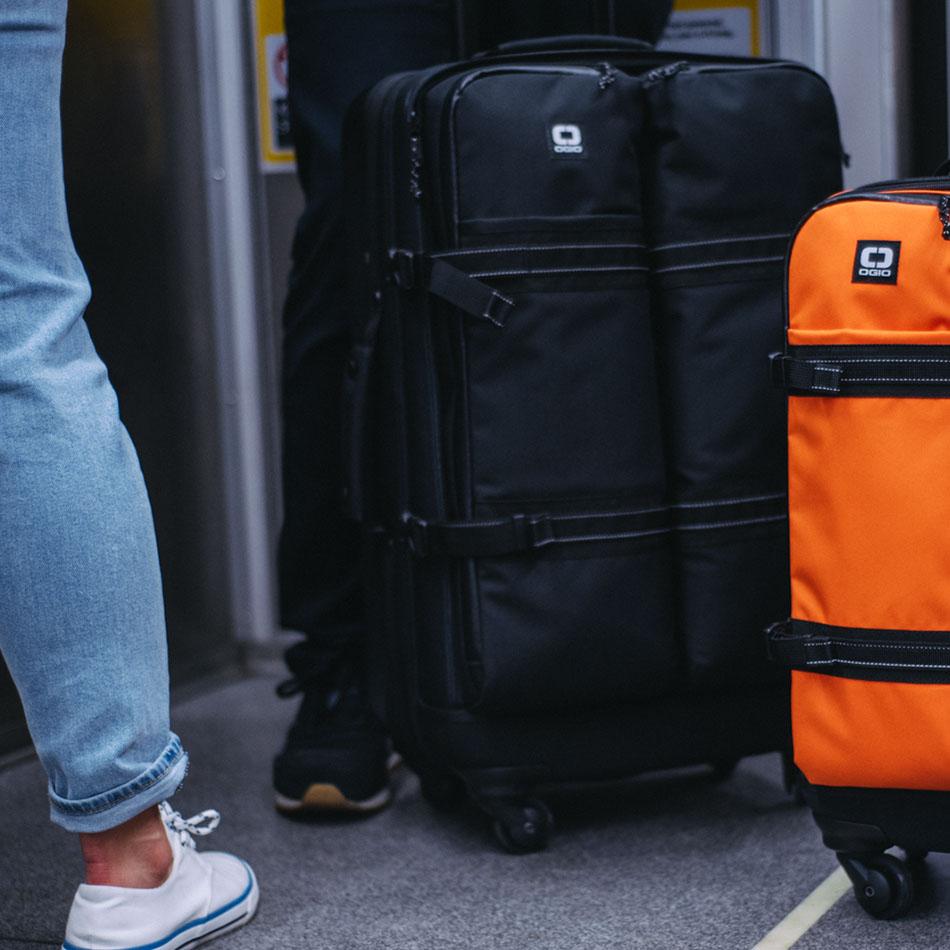 ogio-bags-travel-2019-alpha-core-convoy-526s-lifestyle-1