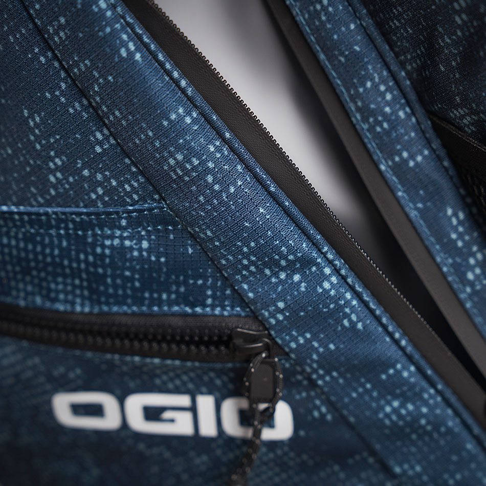 ogio-golf-bags-stand-2020-convoy-se-14-lifestyle-1