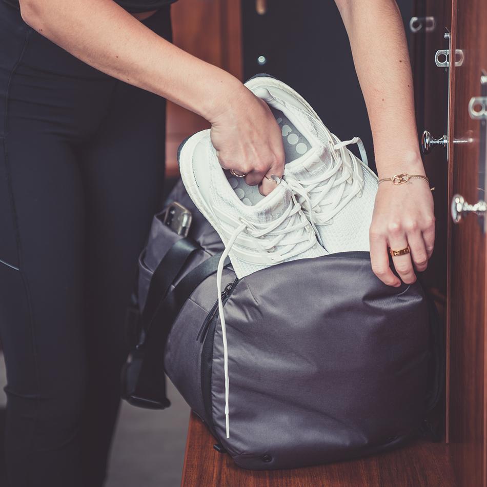 ogio-bags-duffel-2020-xix-32-lifestyle-1