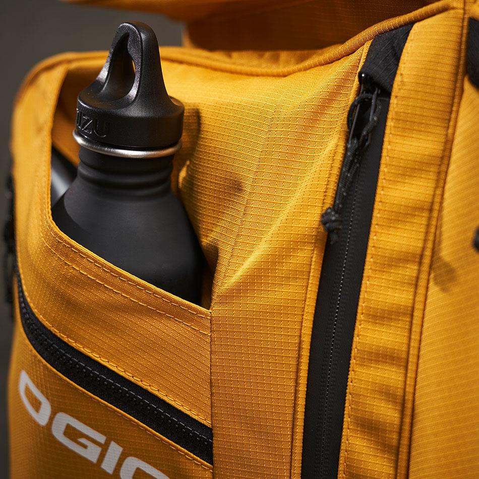 ogio-golf-bags-cart-2020-convoy-se-14-lifestyle-1