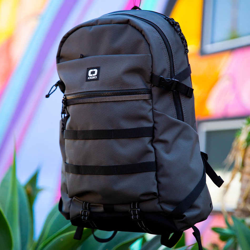ogio-backpack2019-alpha-core-convoy-320-lifestyle-6