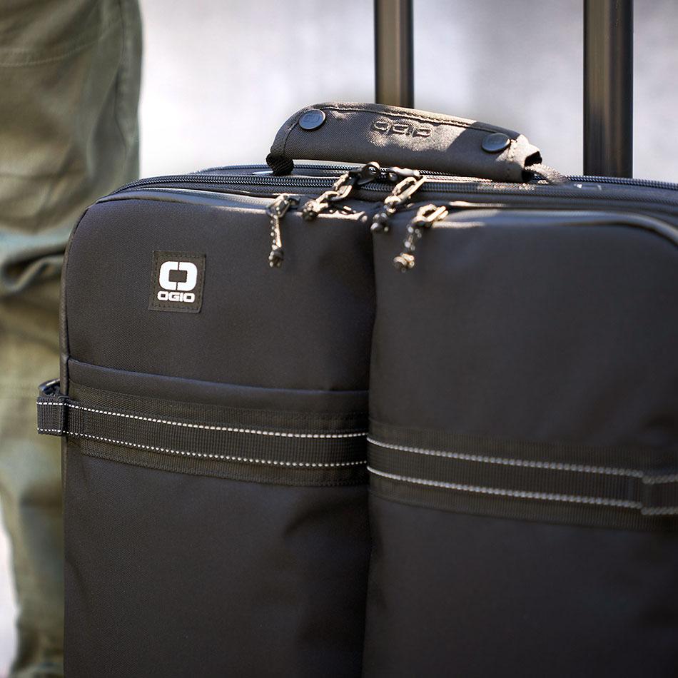 ogio-bags-travel-2019-alpha-core-convoy-520s-lifestyle-3