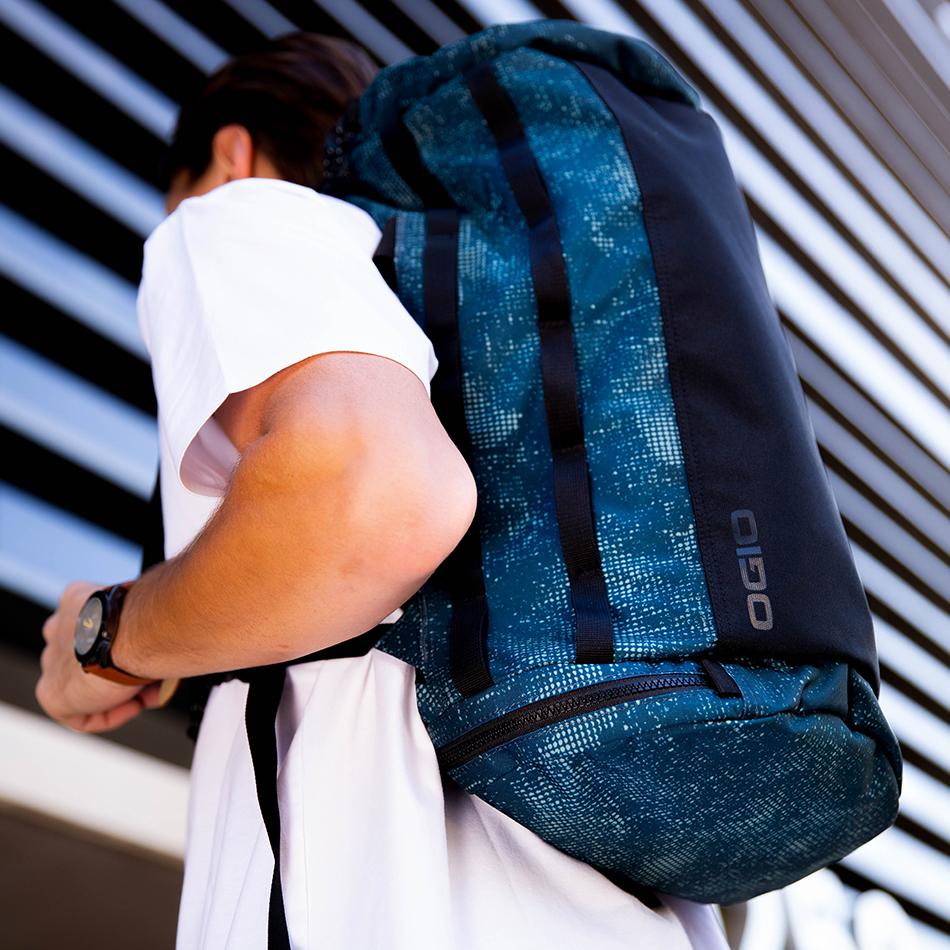 ogio-bags-duffel-2020-alpha-convoy-32-lifestyle-1