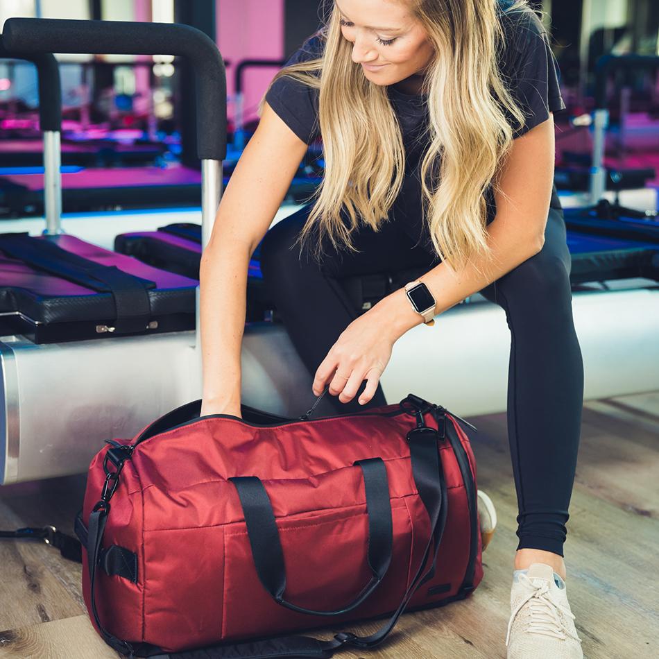 ogio-bags-duffel-2020-xix-32-lifestyle-2