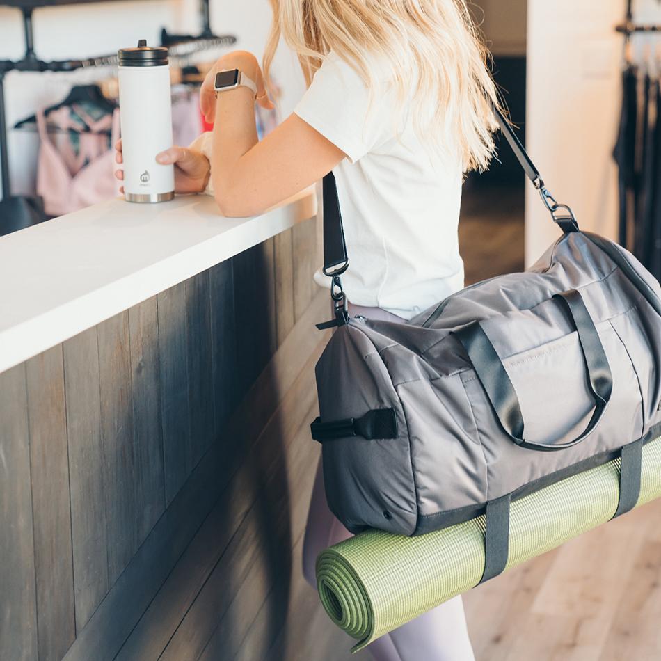 ogio-bags-duffel-2020-xix-32-lifestyle-3