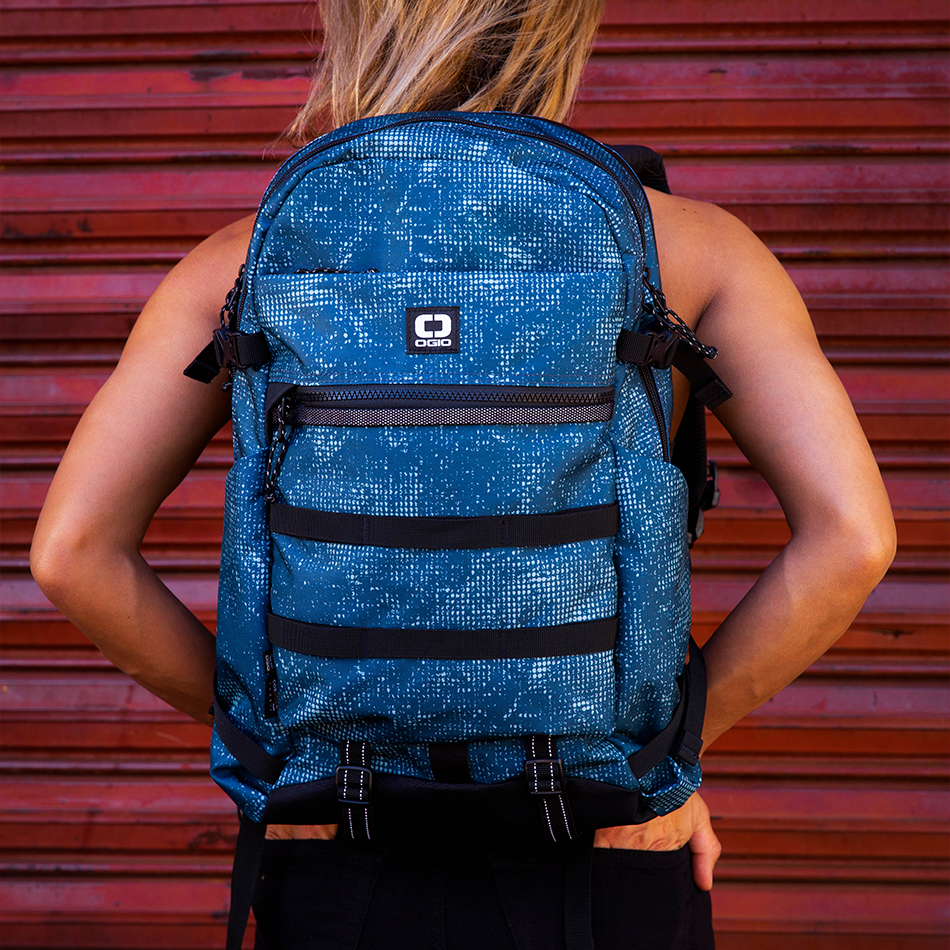 ogio-backpack2019-alpha-core-convoy-320-lifestyle-4
