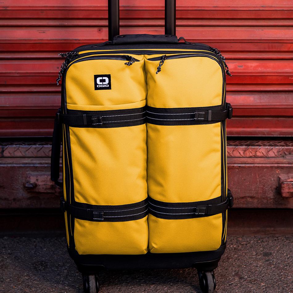 ogio-bags-travel-2019-alpha-core-convoy-522s-lifestyle-4