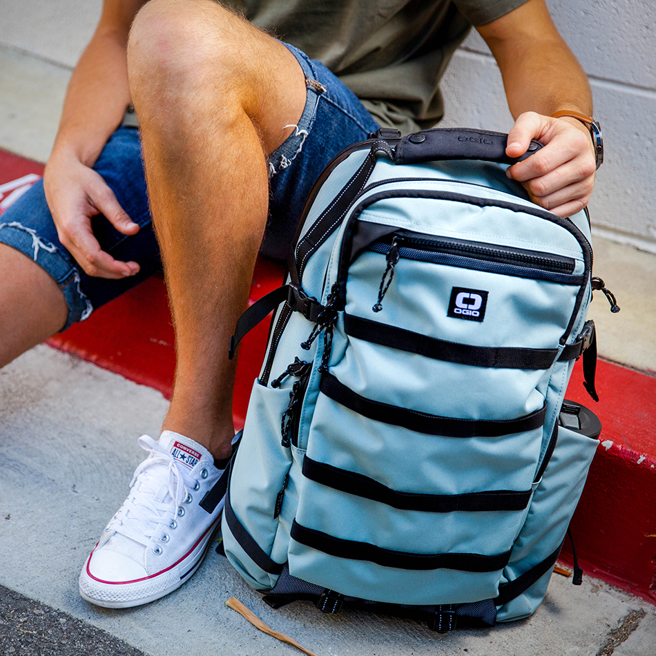 ogio-backpack2019-alpha-core-convoy-525-lifestyle-4