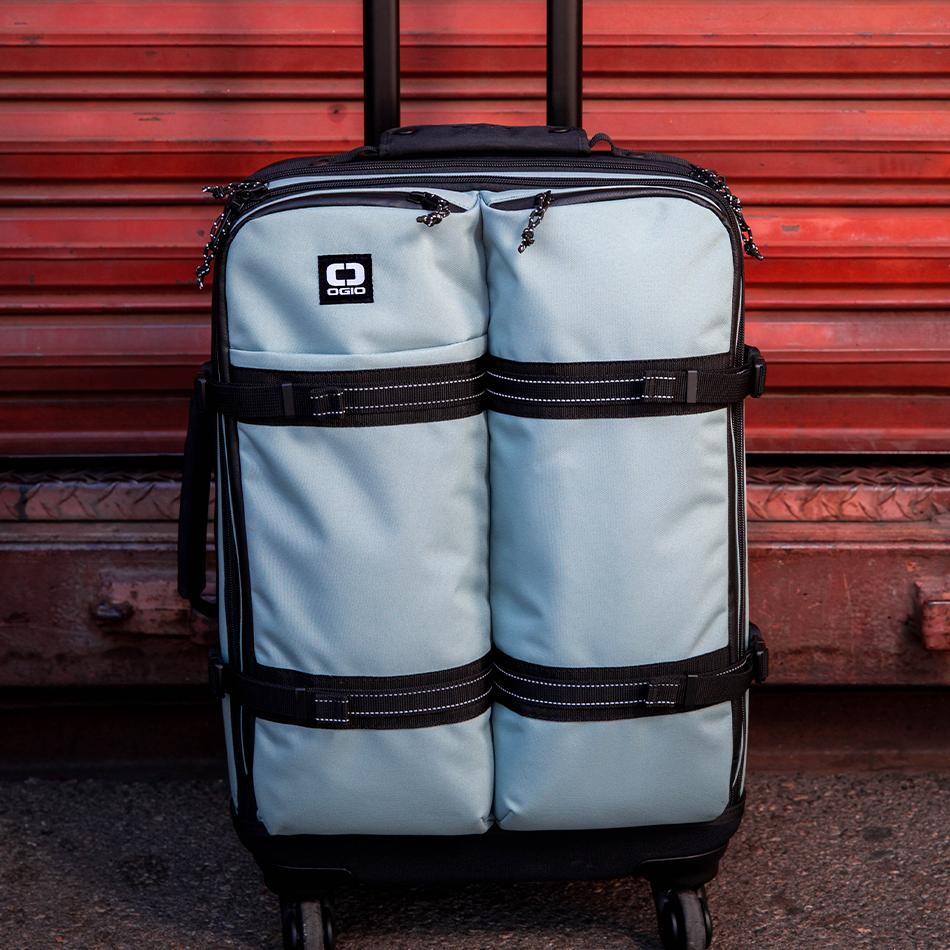 ogio-bags-travel-2019-alpha-core-convoy-522s-lifestyle-5