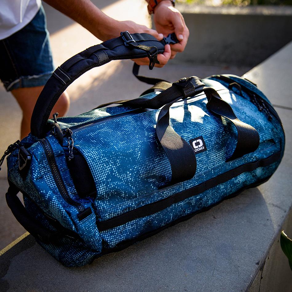 ogio-bags-duffel-2020-alpha-convoy-32-lifestyle-2
